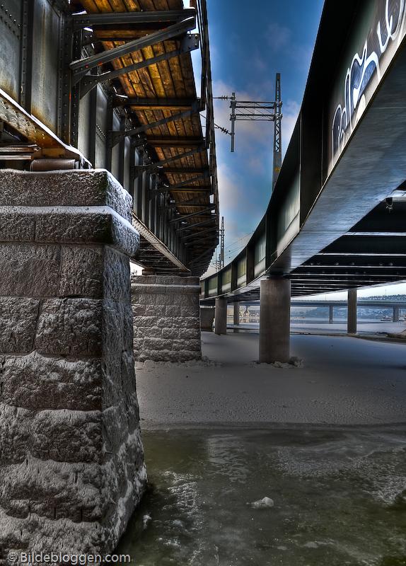Mellom to broer, NSB, Drammen,Drammenselva. HDR-bilde