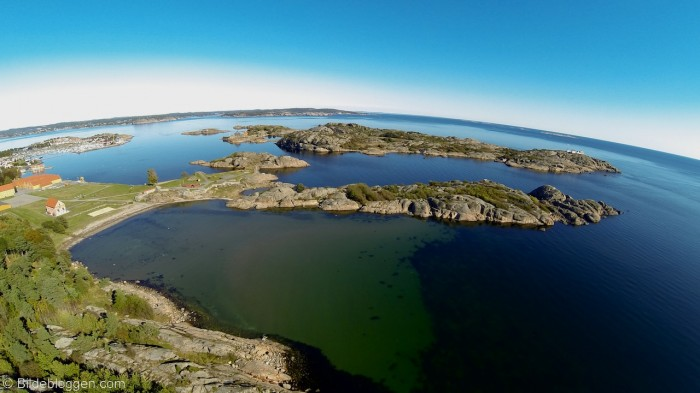 Utsikt mot Stavernsøya, Citadellet og Stavernsoddenfyr og Fredriksvern verft