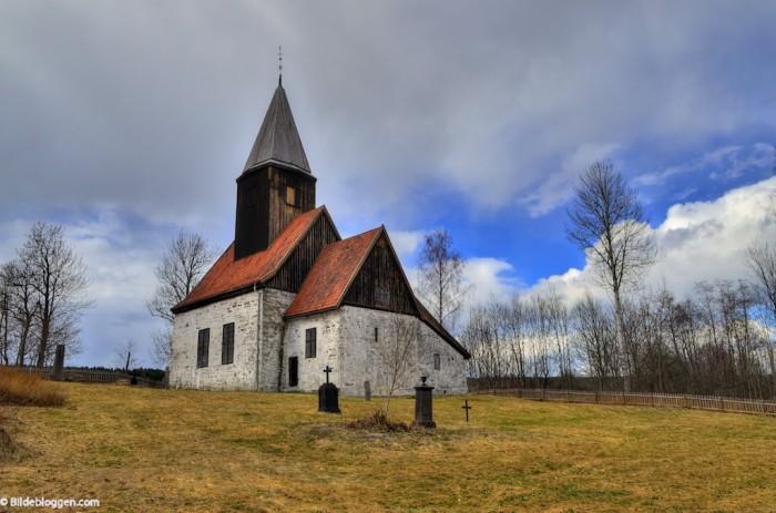Fiskum gamle kirke