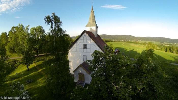 Flyfoto-Skoger-gamleKirke-3