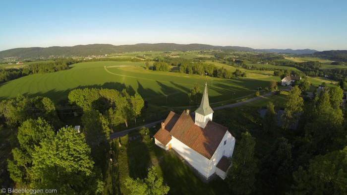 Flyfoto-Skoger-gml-kirke2(10)